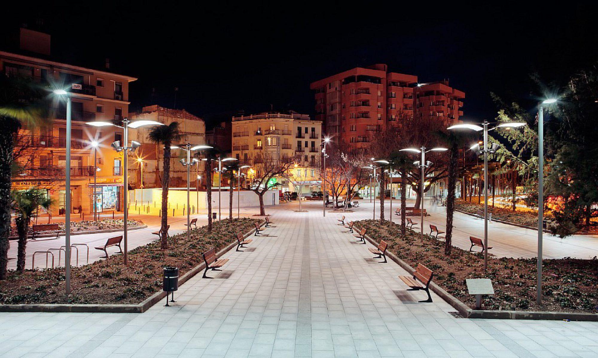 Уличные фонари,опоры освещения металлические,  уличные светильники